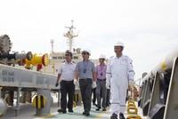 Lãnh đạo PVTrans làm việc và thăm hỏi các thuyền viên trên tàu dầu thô PVT Hera.