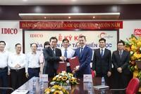 Ông Đặng Chính Trung, Tổng giám đốc IDICO và ông Bolat Duisenov - Chủ tịch HĐQT Coteccons ký vào biên bản hợp tác chiến lược.