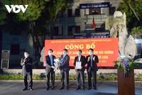 Bí thư Tỉnh ủy và Chủ tịch UBND tỉnh Hải Dương trao quyết định gỡ bỏ phong tỏa đối với TP Chí Linh.