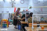 Hàng quán ăn sáng tại Hà Nội đã đông đúc trở lại ngay sau khi thành phố cho phép mở cửa đón khách trở lại (Ảnh: Đỗ Linh)..