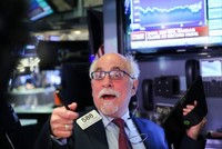 Đón mùa báo cáo mạnh mẽ, giới đầu tư tích cực gom hàng