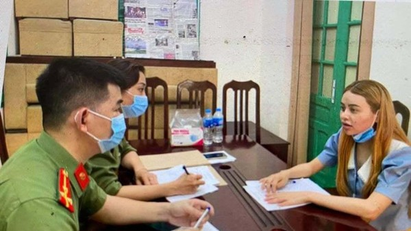 Nữ sinh Trần Thị Phương Thảo tại cơ quan công an.