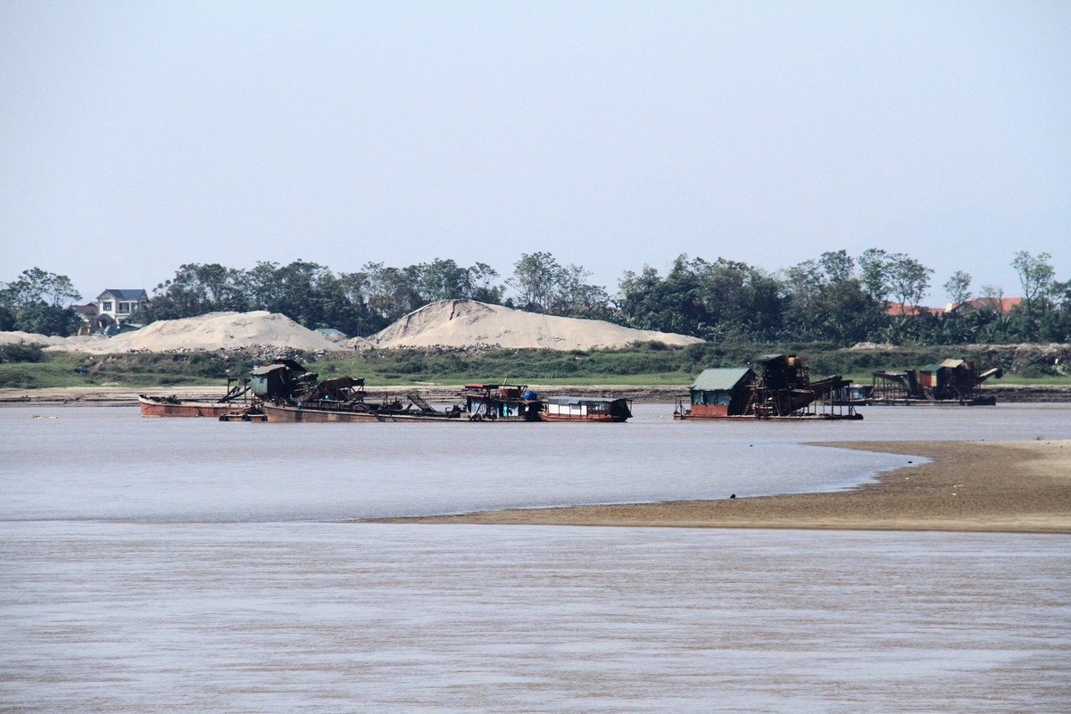 Ba Vì, Hà Nội: Tàu hút cát hoạt động ngày đêm ảnh 4