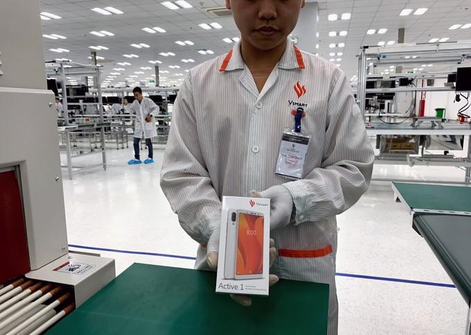 Smartphone đầu tiên của Vingroup lộ diện ảnh 1