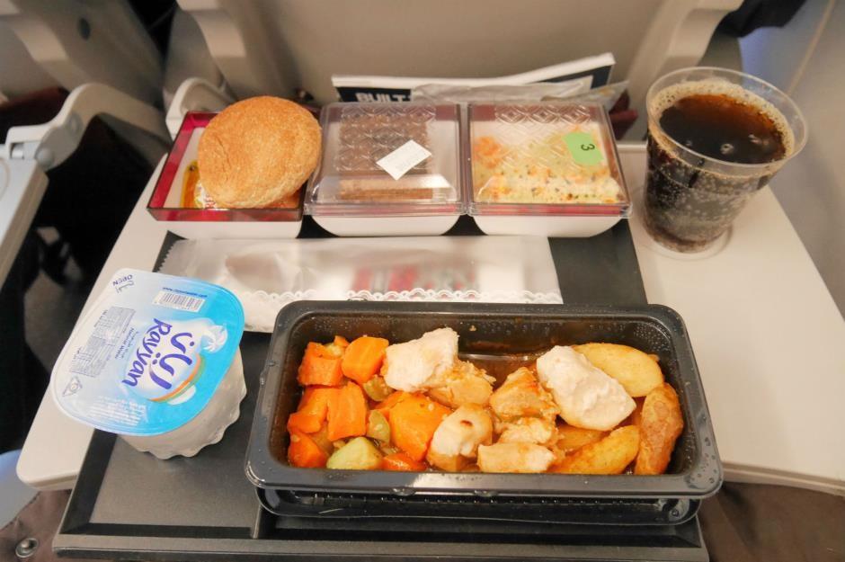 Khẩu phần ăn trên máy bay của các hãng hàng không nổi tiếng ảnh 5