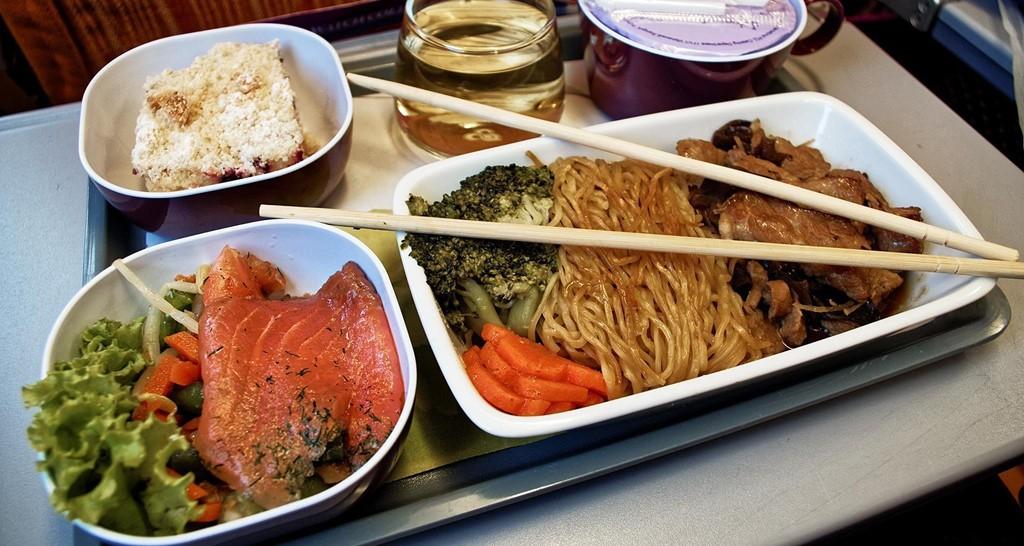 Khẩu phần ăn trên máy bay của các hãng hàng không nổi tiếng ảnh 9