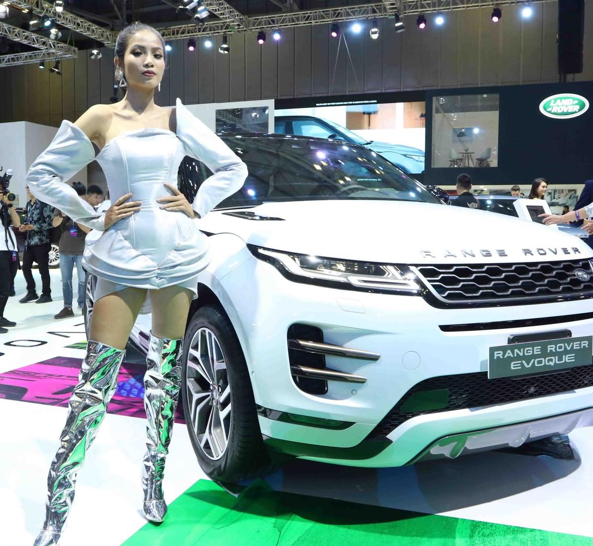 Chân dài đọ dáng bên xe sang tại Vietnam Motor Show 2019 ảnh 12
