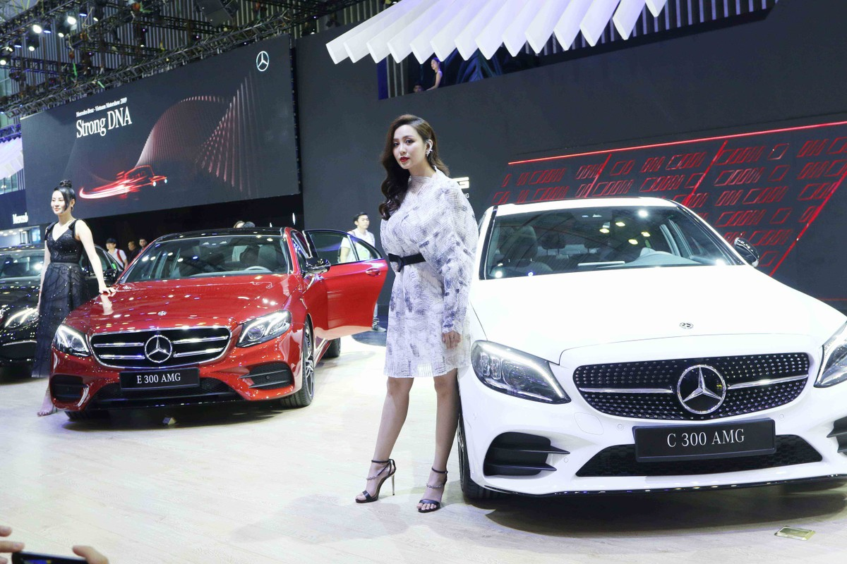Chân dài đọ dáng bên xe sang tại Vietnam Motor Show 2019 ảnh 16