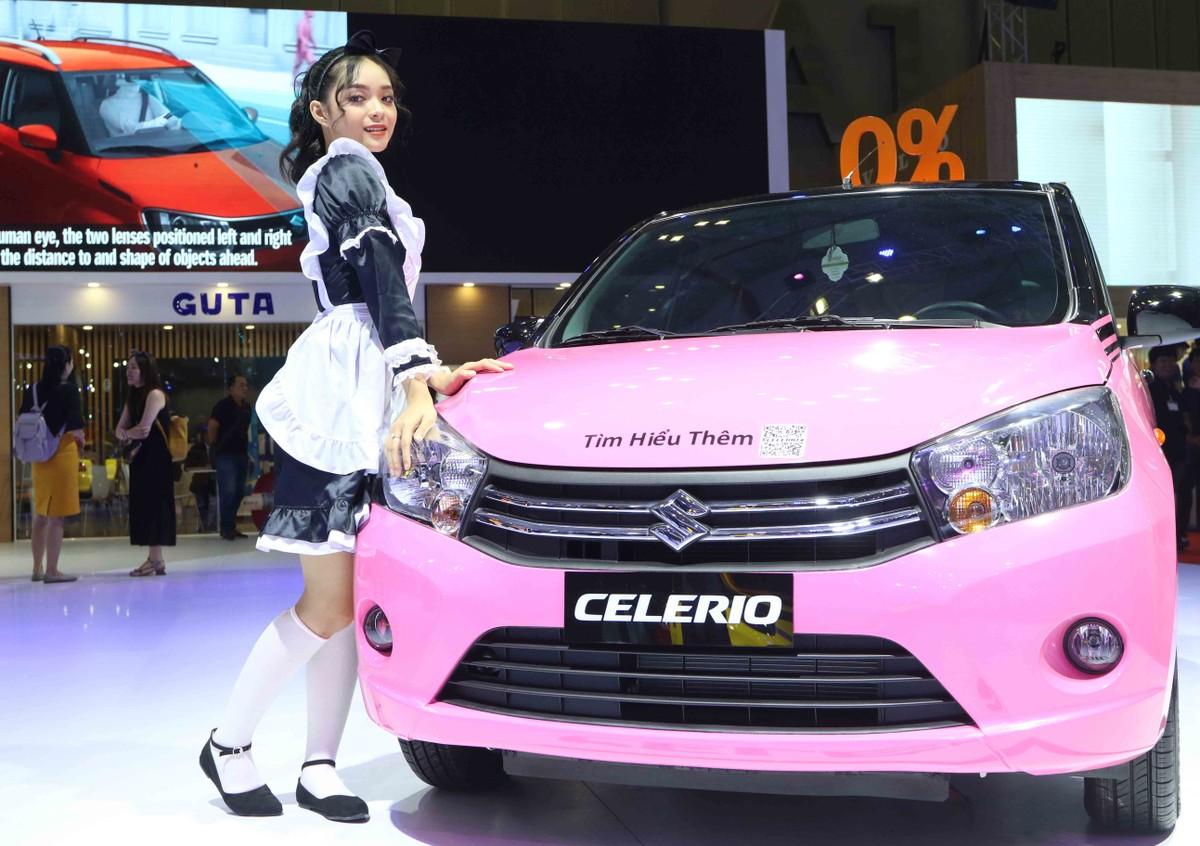 Chân dài đọ dáng bên xe sang tại Vietnam Motor Show 2019 ảnh 5