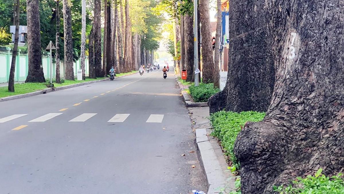 Đường phố TP.HCM thông thoáng trong ngày đầu thực hiện giãn cách xã hội ảnh 6