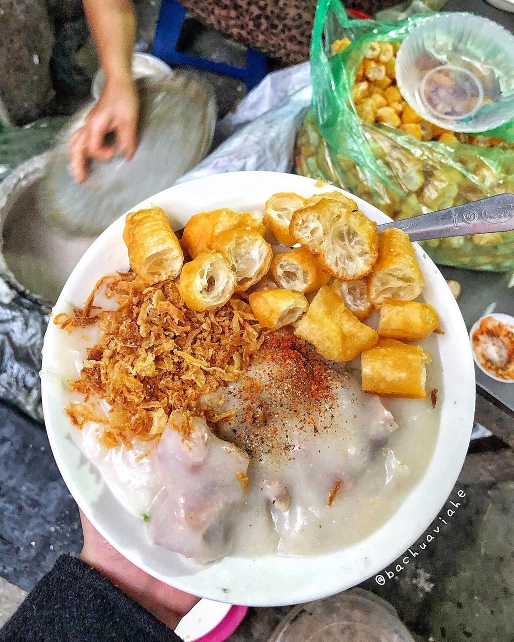 Cháo lòng, lẩu tteokbokki và 7 món nóng hổi ngày Hà Nội trở lạnh ảnh 1