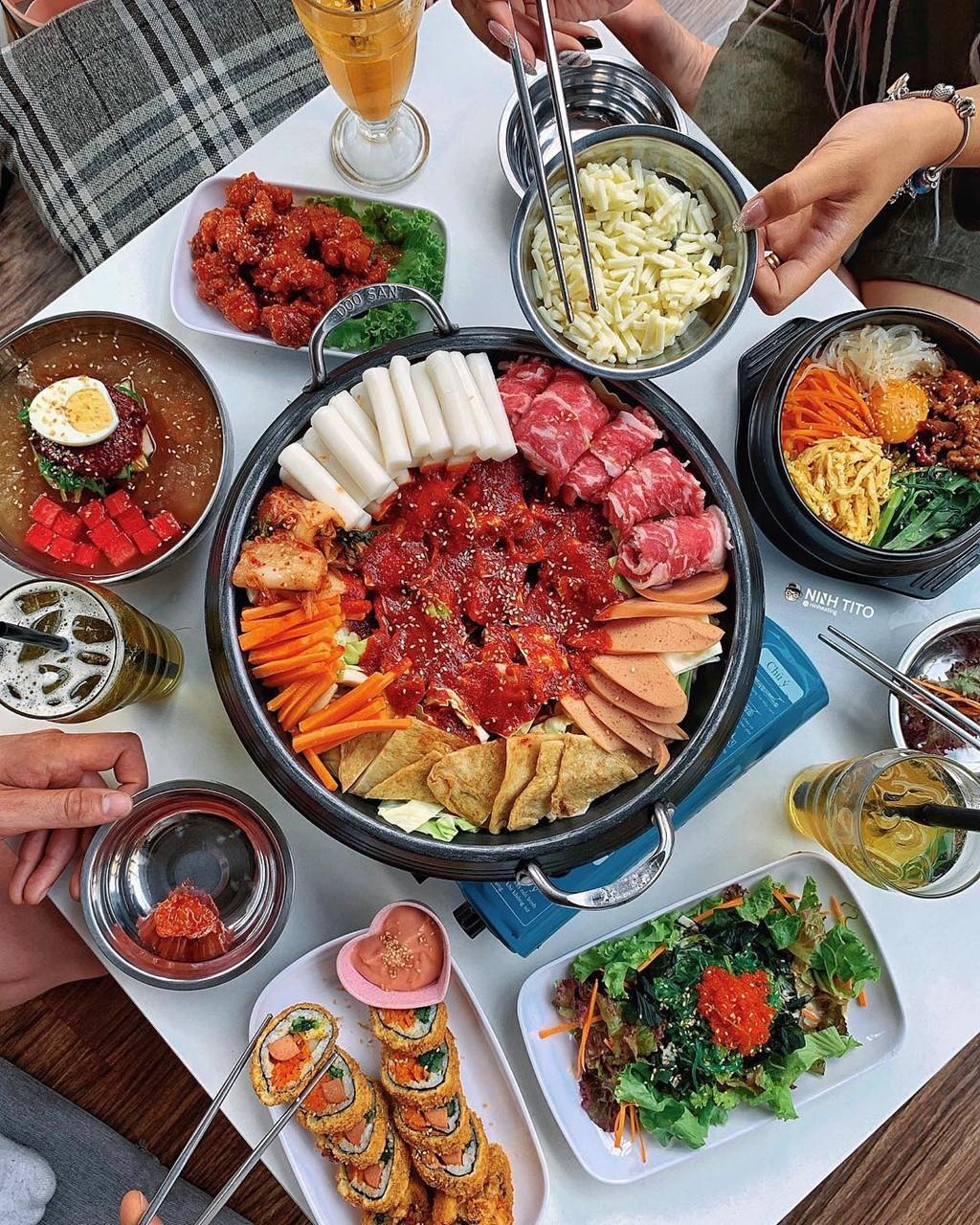 Cháo lòng, lẩu tteokbokki và 7 món nóng hổi ngày Hà Nội trở lạnh ảnh 4