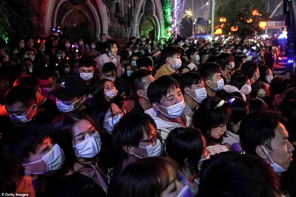 Khách du lịch khắp nơi đổ về Vũ Hán tham dự ngày lễ Halloween ảnh 5