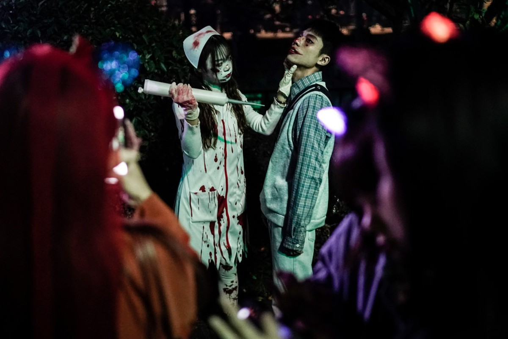 Khách du lịch khắp nơi đổ về Vũ Hán tham dự ngày lễ Halloween ảnh 12