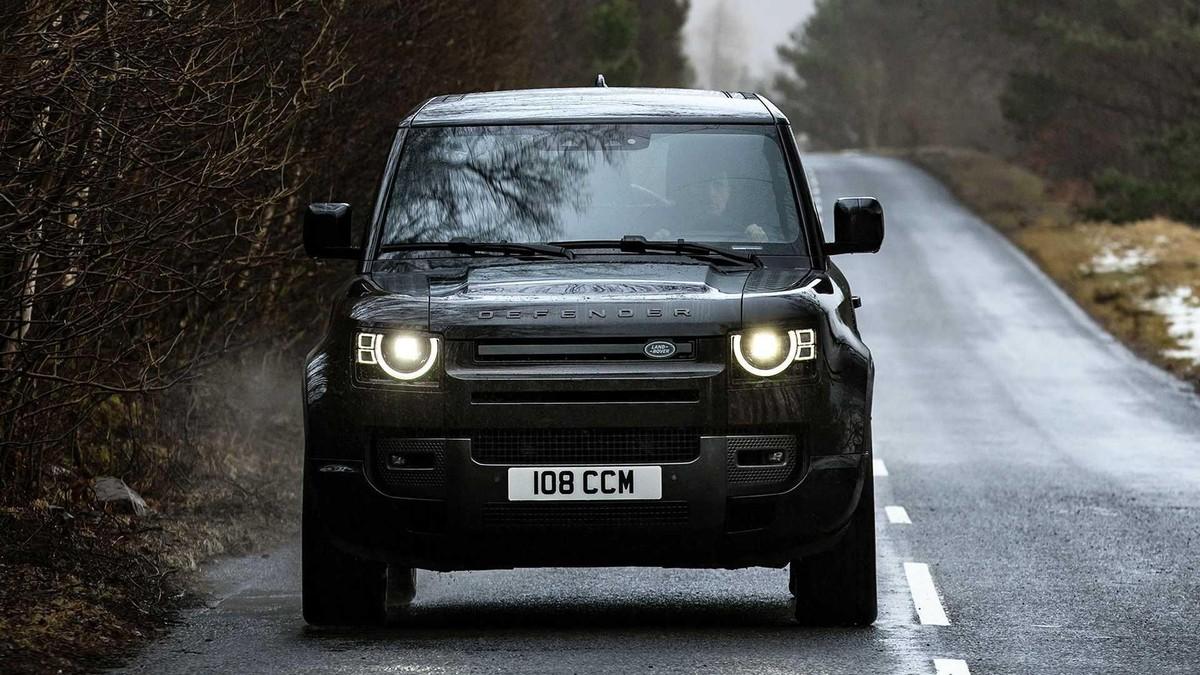 Land Rover Defender V8 2022: Phiên bản nâng cấp động cơ V8 siêu nạp 5.0L đem đến sức mạnh vượt trội ảnh 3