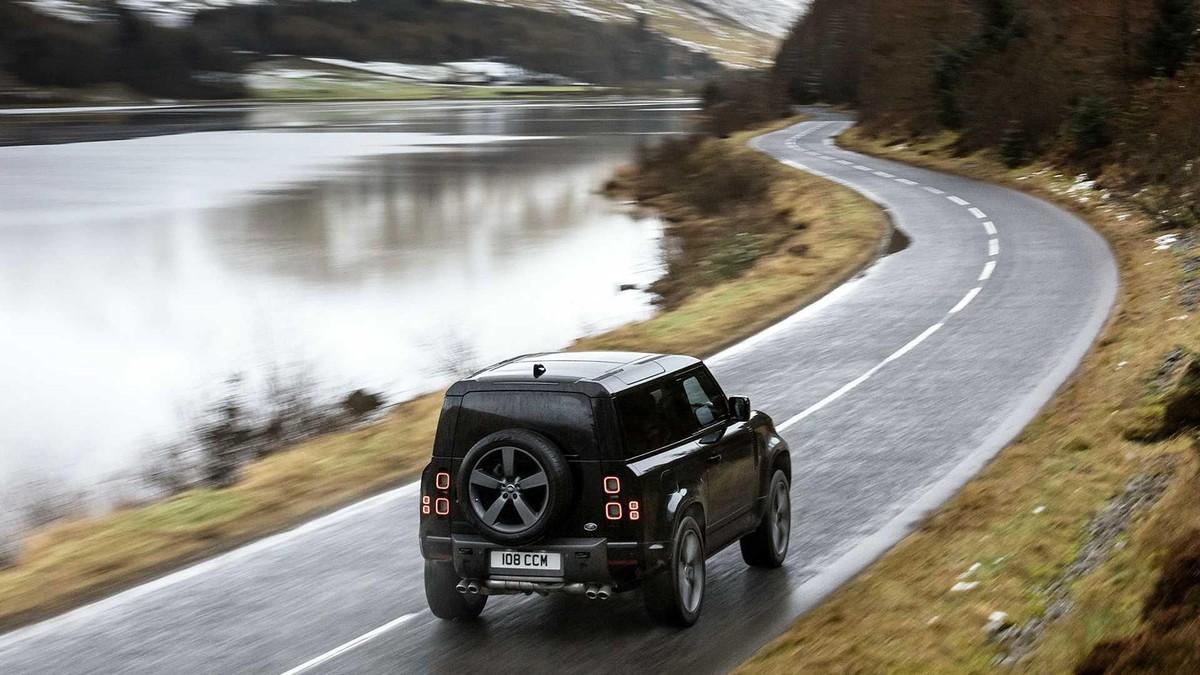 Land Rover Defender V8 2022: Phiên bản nâng cấp động cơ V8 siêu nạp 5.0L đem đến sức mạnh vượt trội ảnh 9