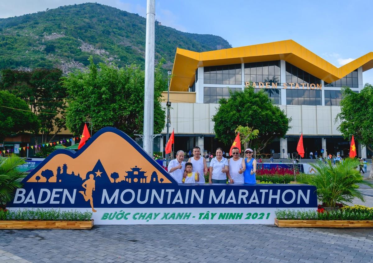 Ấn tượng với giải chạy marathon quy mô đầu tiên của Tây Ninh ảnh 9