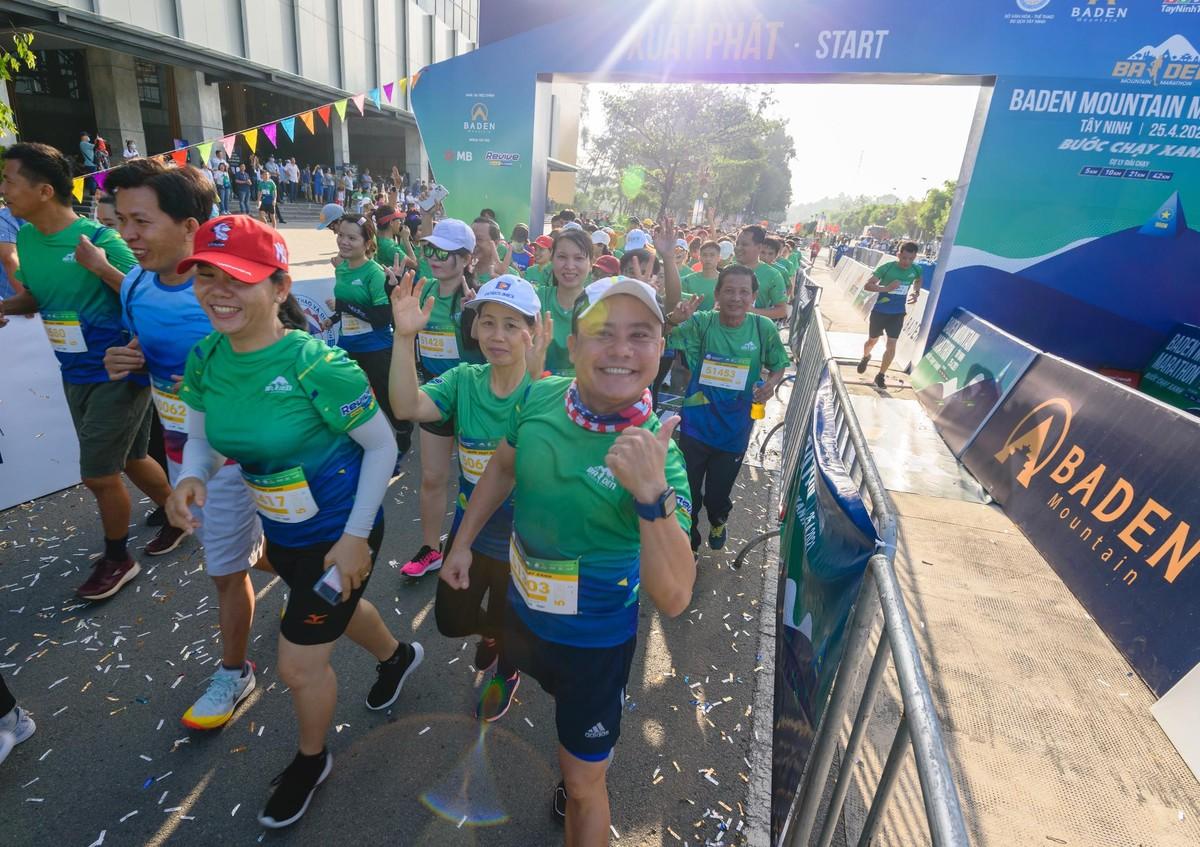 Ấn tượng với giải chạy marathon quy mô đầu tiên của Tây Ninh ảnh 8
