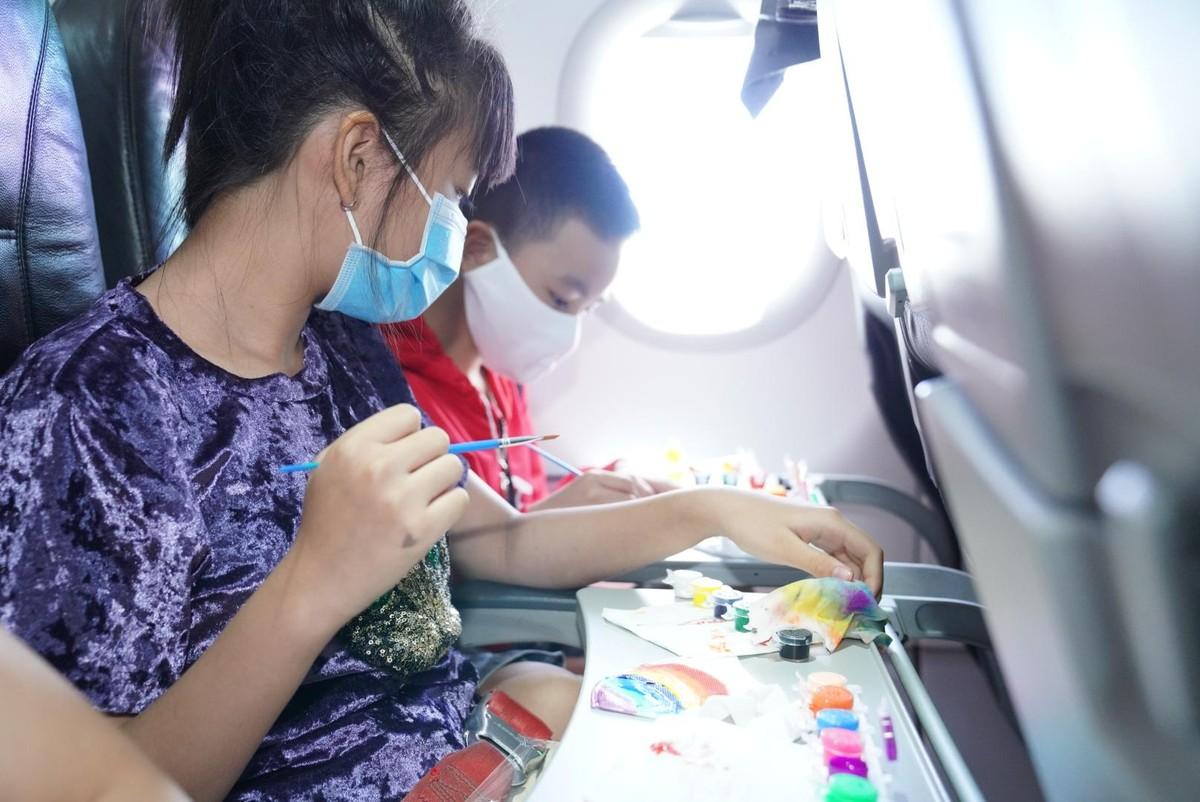 Vietjet lan toả niềm vui bằng hoạt động đặc biệt nhân ngày Quốc tế Thiếu nhi ảnh 3