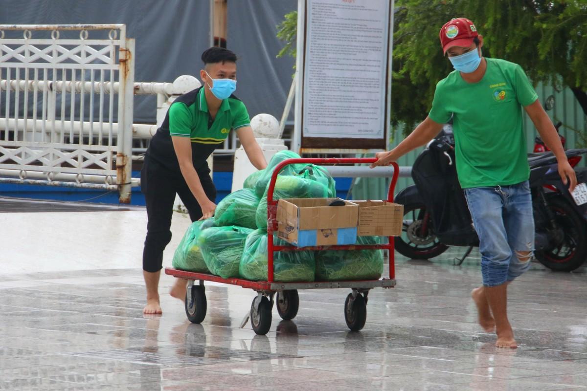 Chủ tịch Thế giới di động đi đón 20 tấn rau, quả vận chuyển bằng tuyến đường thuỷ ảnh 6