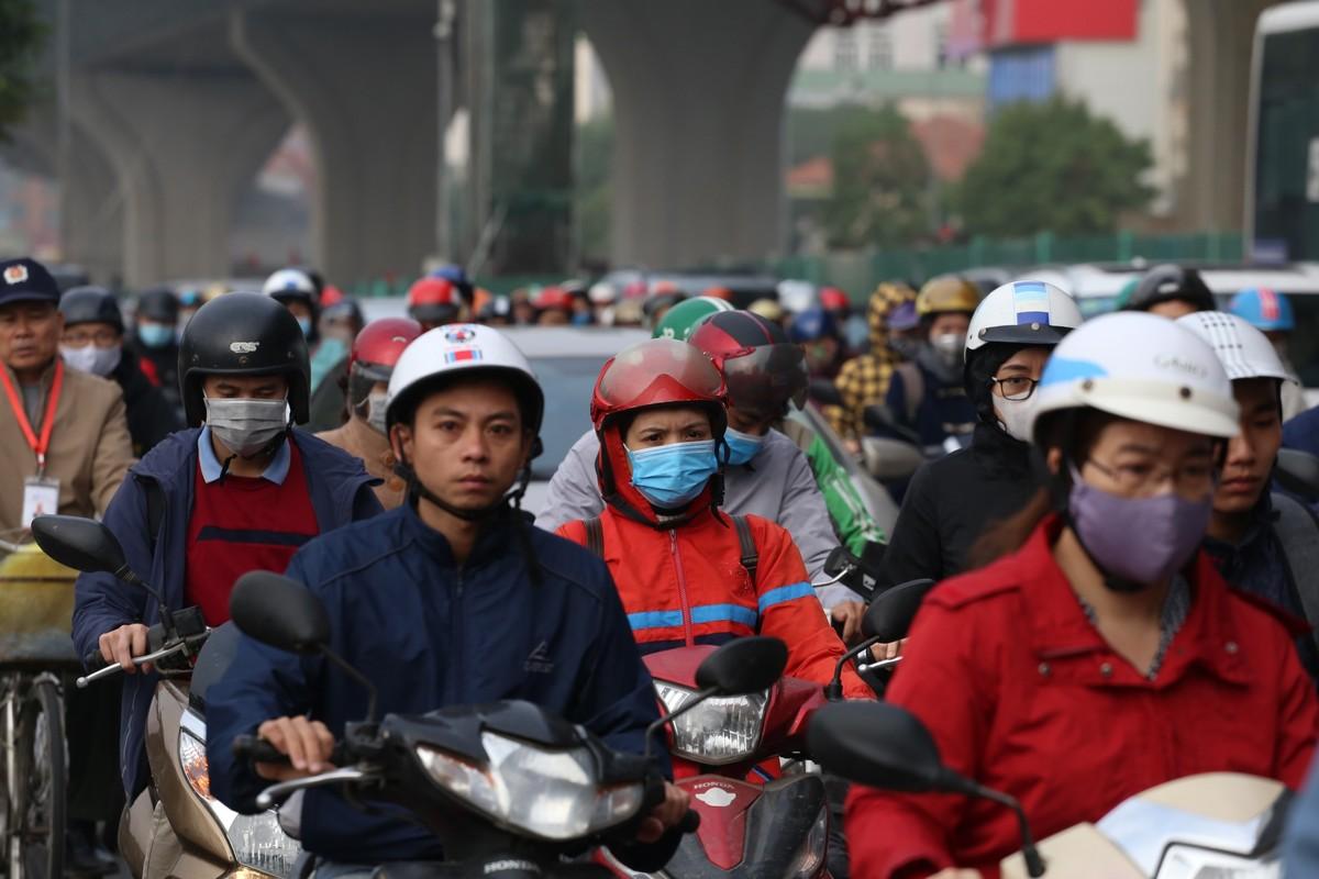 Đường phố Hà Nội tắc cứng ngày cận Tết ảnh 3