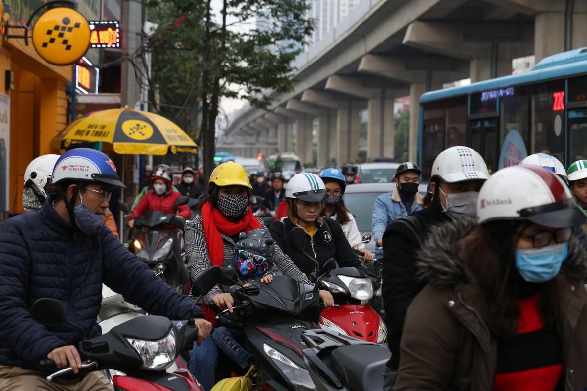 Đường phố Hà Nội tắc cứng ngày cận Tết ảnh 7