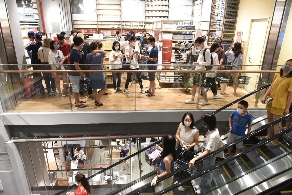 Chen chân mua sắm trong cửa hàng MUJI đầu tiên tại Hà Nội ảnh 8