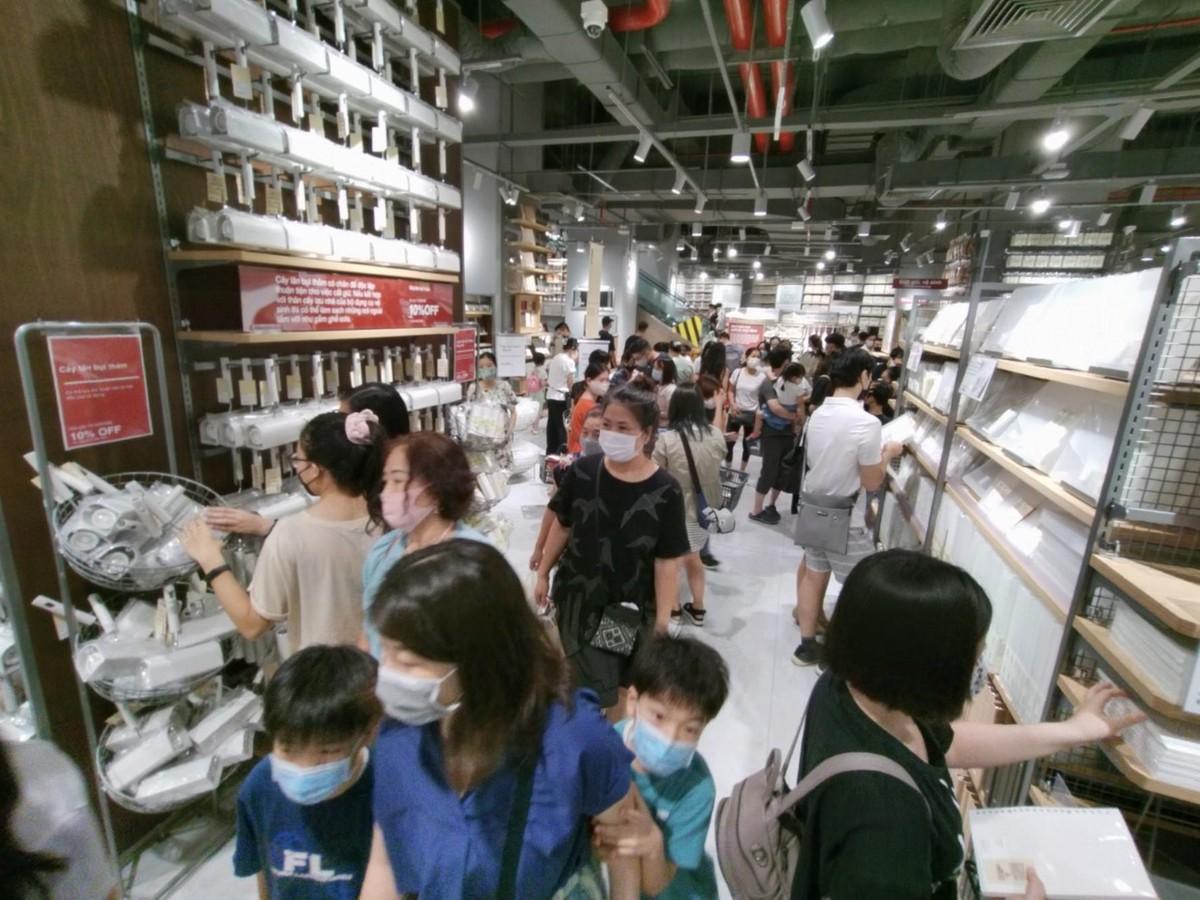 Chen chân mua sắm trong cửa hàng MUJI đầu tiên tại Hà Nội ảnh 6