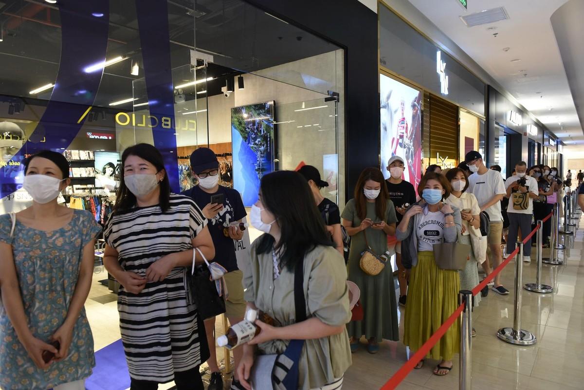 Chen chân mua sắm trong cửa hàng MUJI đầu tiên tại Hà Nội ảnh 1