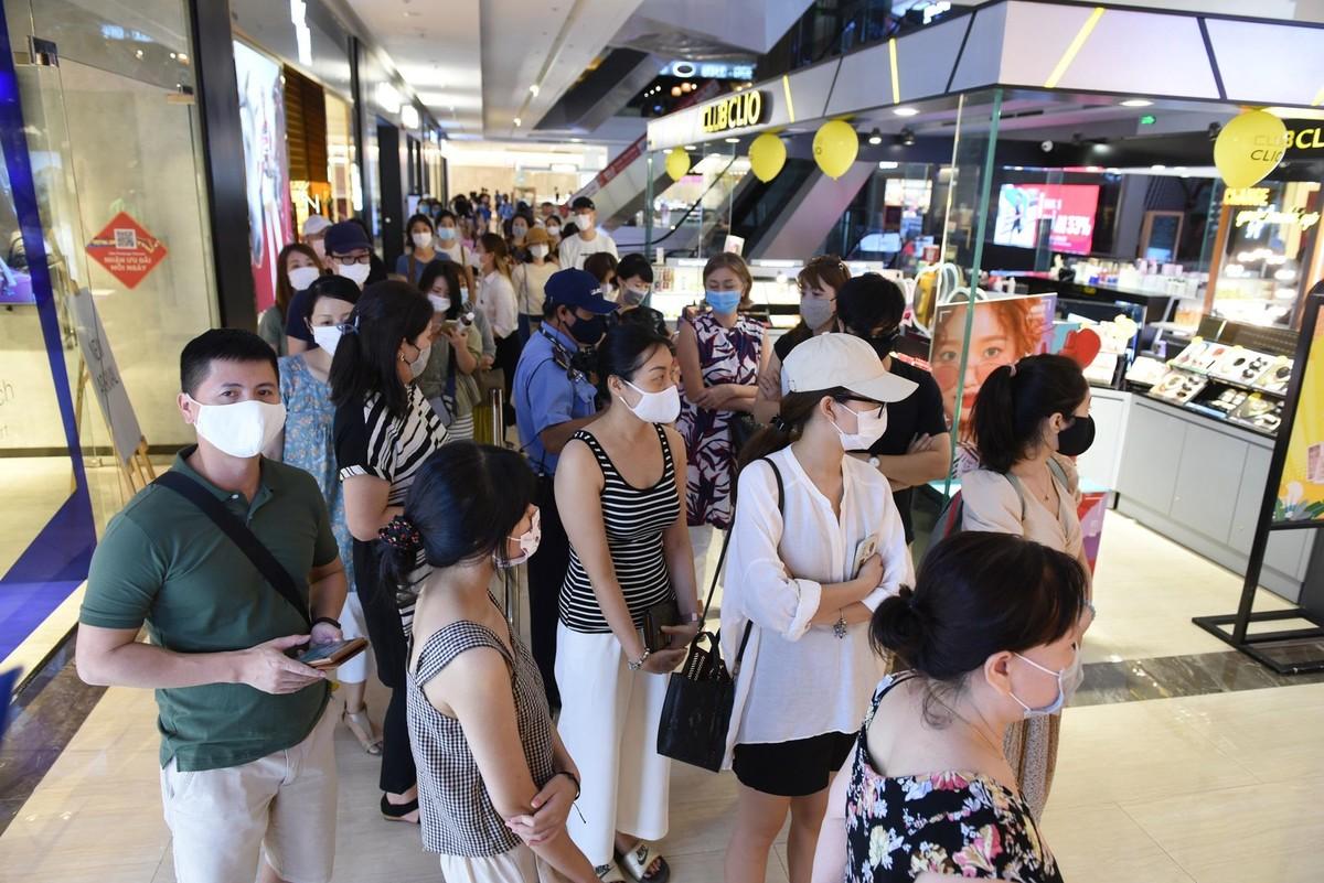 Chen chân mua sắm trong cửa hàng MUJI đầu tiên tại Hà Nội ảnh 2
