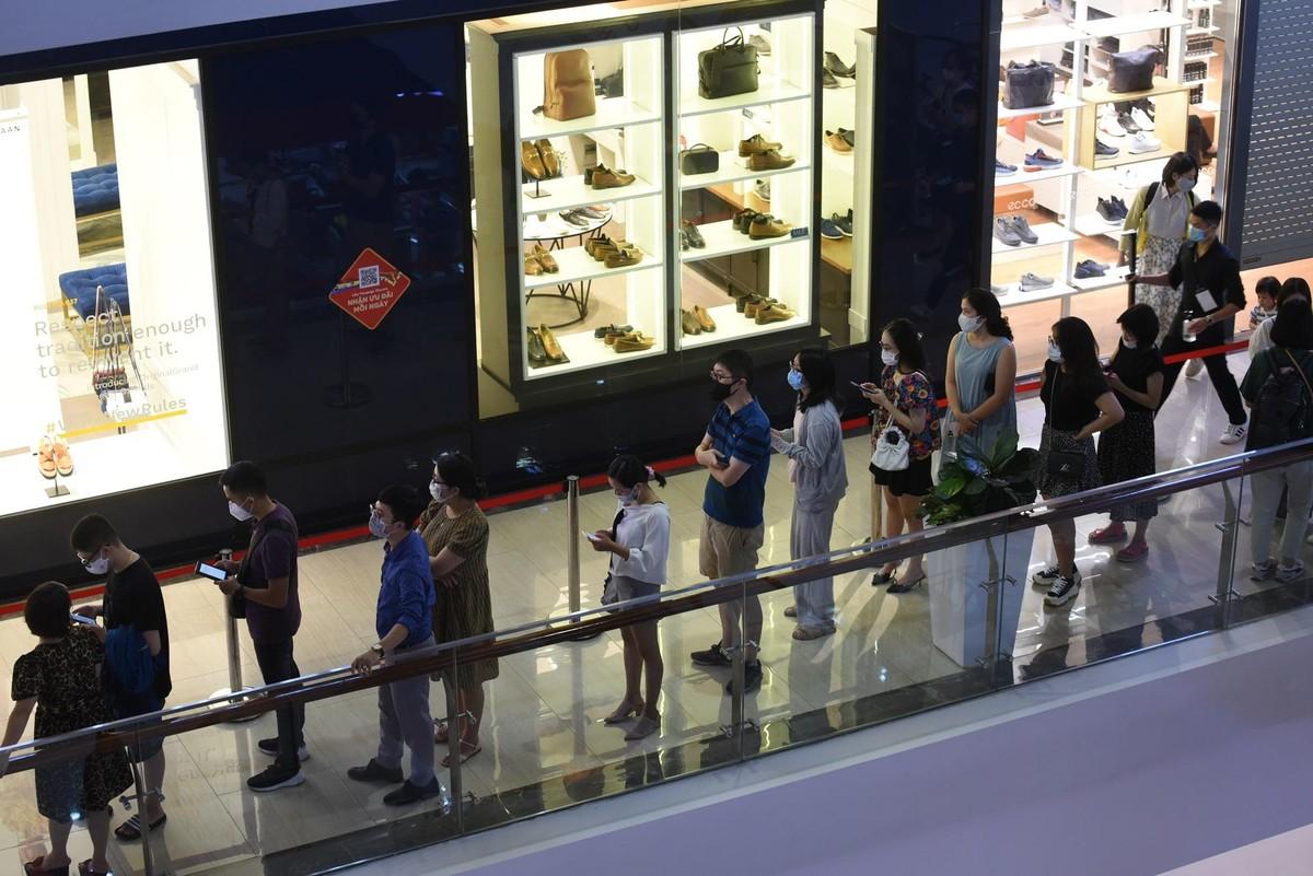 Chen chân mua sắm trong cửa hàng MUJI đầu tiên tại Hà Nội ảnh 4