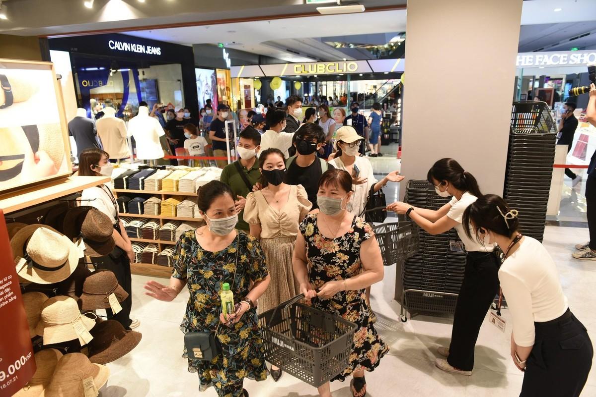 Chen chân mua sắm trong cửa hàng MUJI đầu tiên tại Hà Nội ảnh 5