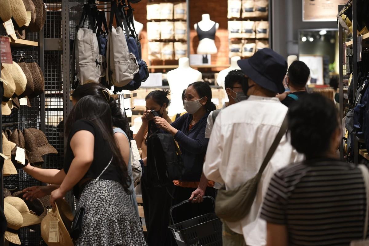 Chen chân mua sắm trong cửa hàng MUJI đầu tiên tại Hà Nội ảnh 9