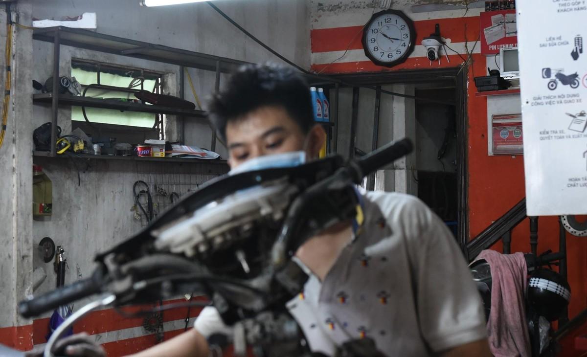Hàng quán ở Hà Nội mở cửa, chỉ bán mang về ảnh 5