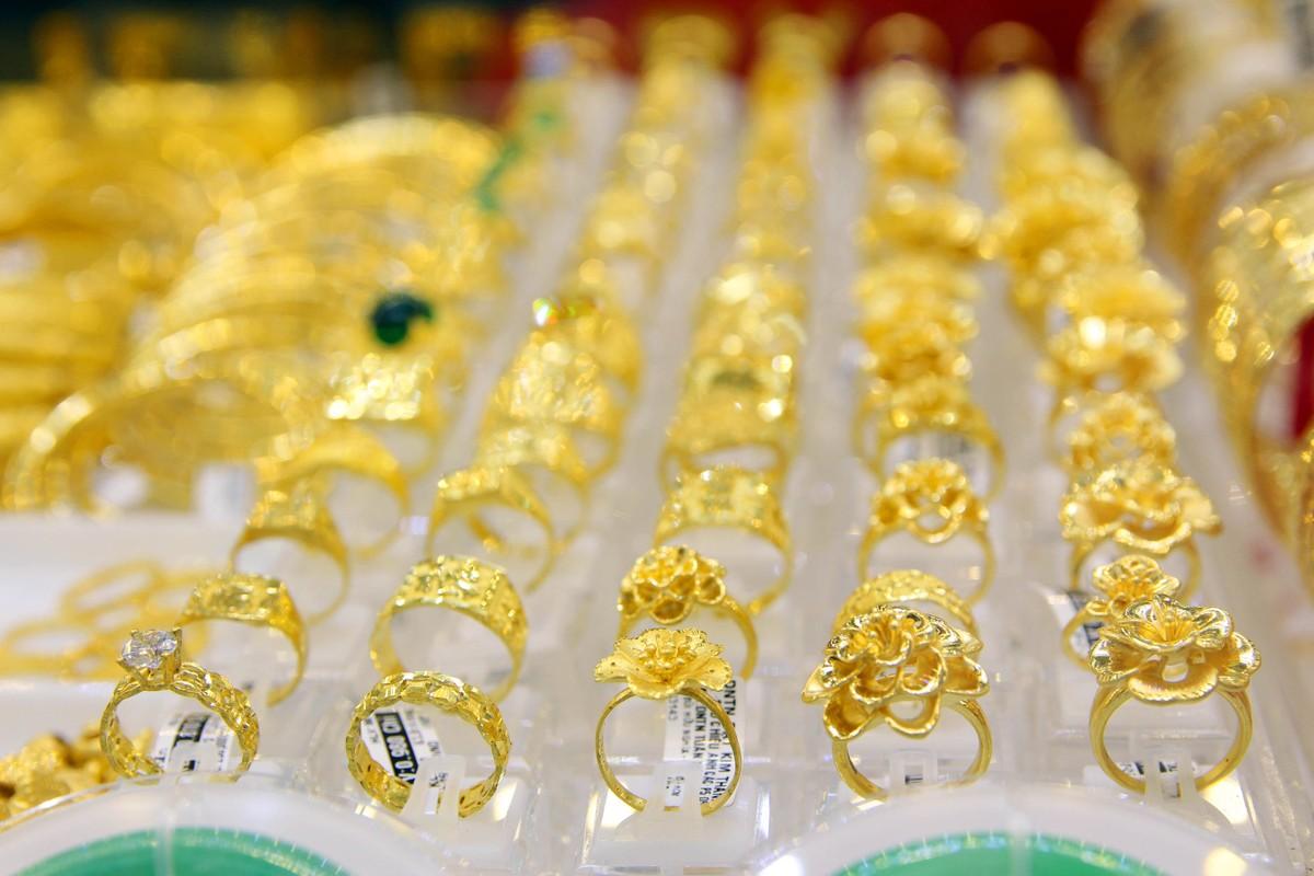 Phố vàng bạc tại TP.HCM vắng vẻ ngày Thần Tài ảnh 6