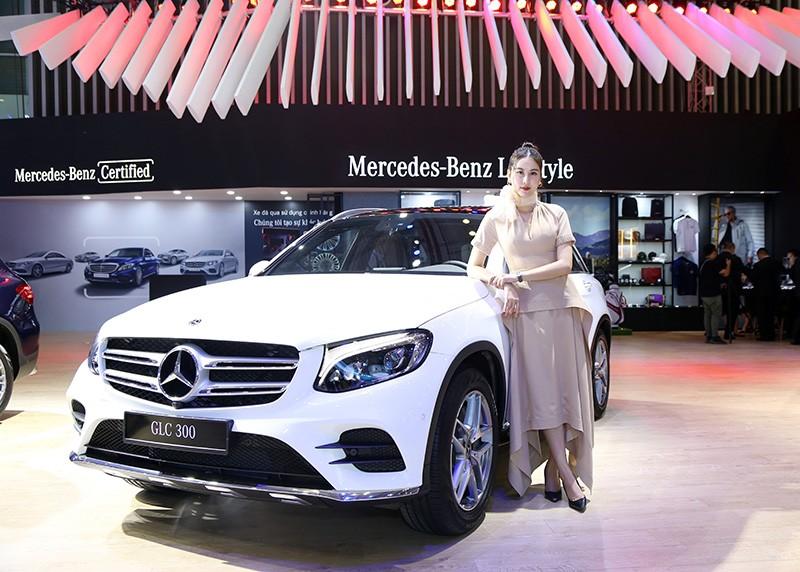 Vietnam Motor Show 2019: Mẫu đẹp - xế sang, gian hàng của Mercedes-Benz hút khách ảnh 2