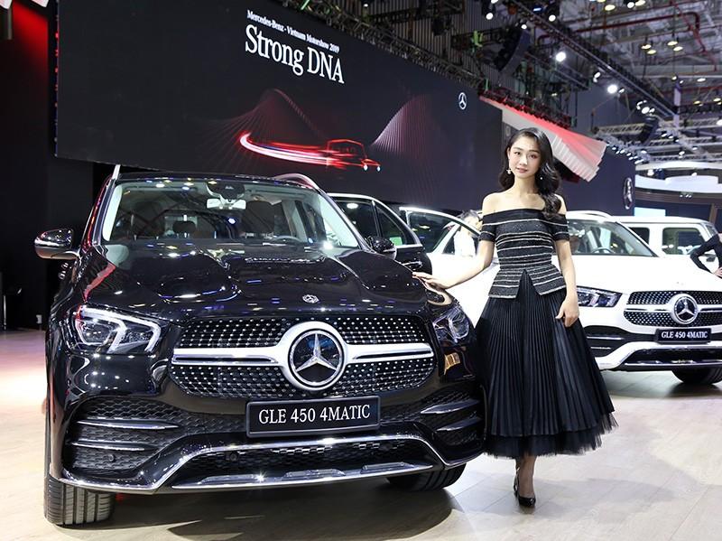 Vietnam Motor Show 2019: Mẫu đẹp - xế sang, gian hàng của Mercedes-Benz hút khách ảnh 3