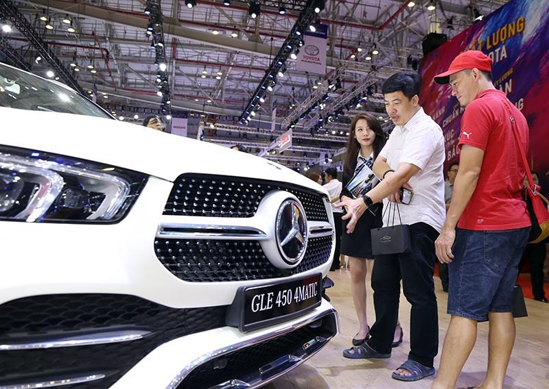 Vietnam Motor Show 2019: Mẫu đẹp - xế sang, gian hàng của Mercedes-Benz hút khách ảnh 4