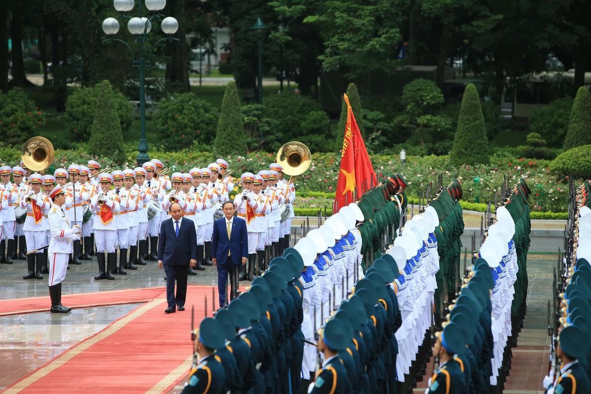 Thủ tướng Nguyễn Xuân Phúc chủ trì lễ đón Thủ tướng Nhật Bản ảnh 3