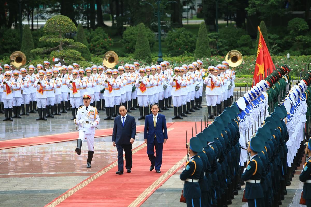 Thủ tướng Nguyễn Xuân Phúc chủ trì lễ đón Thủ tướng Nhật Bản ảnh 4