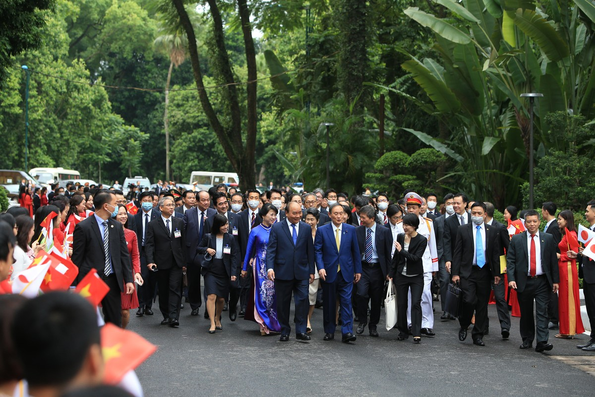 Thủ tướng Nguyễn Xuân Phúc chủ trì lễ đón Thủ tướng Nhật Bản ảnh 5