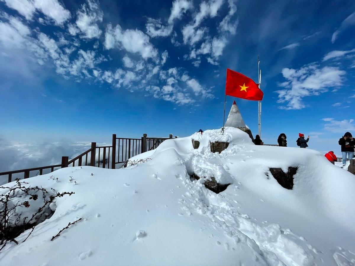 Nửa thập kỷ thắp sáng đỉnh Fansipan, gọi Sa Pa bốn mùa xuân về ảnh 8