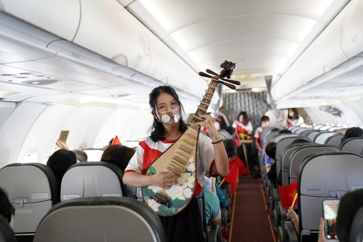 Hành trình đặc biệt mừng ngày Thống nhất đất nước 30/4 trên tàu bay Vietjet ảnh 1