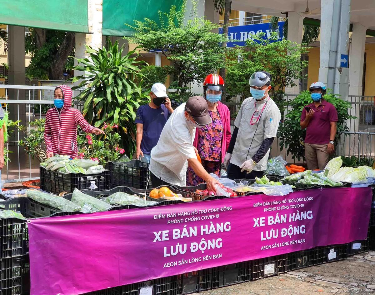 TP.HCM: Người dân tuân thủ 5k khi đi mua thực phẩm thiết yếu ảnh 8