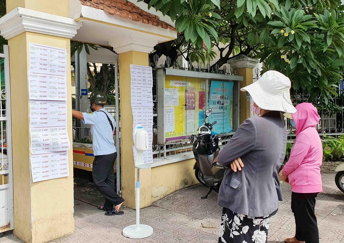 TP.HCM: Người dân tuân thủ 5k khi đi mua thực phẩm thiết yếu ảnh 9