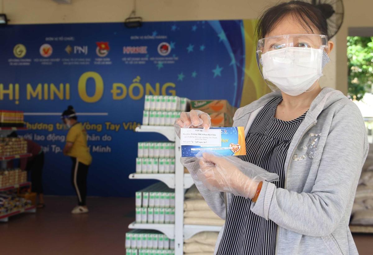 TP.HCM: Thêm 20.000 hộ dân khó khăn được tiếp sức từ siêu thị 0 đồng ảnh 2