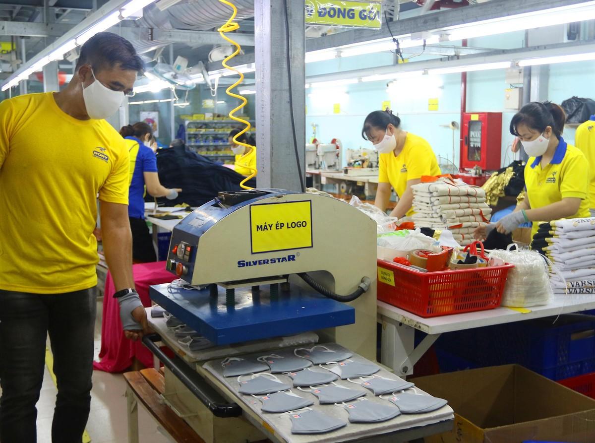 Công nhân nhà máy Dony tự tin trở lại sản xuất sau giãn cách ảnh 9