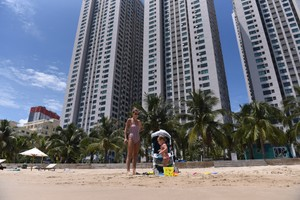 Rừng bê tông, cốt thép condotel quây biển Nha Trang