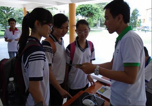 Sinh viên hào hứng trải nghiệm với đầu tư chứng khoán ảnh 1