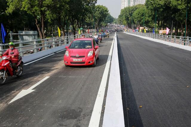 Cầu vượt vào sân bay Tân Sơn Nhất thông thoáng ngày khánh thành ảnh 10